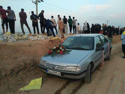 عکس | مراسم ازدواج زوج خوزستانی روی سیل