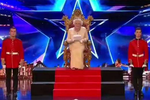 فیلم | ملکه انگلیس در مسابقه استعدادیابی!