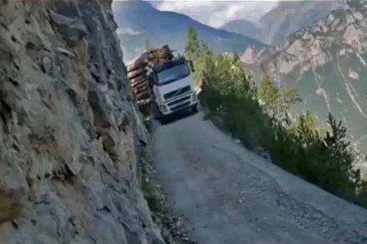 فیلم | بازی با مرگ در خطرناکترین جادههای دنیا