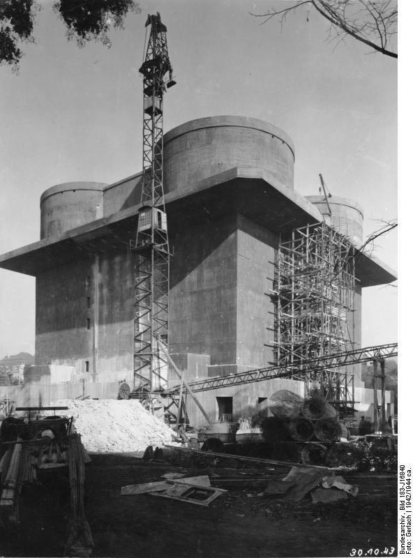 برج ضدهوایی فریدرایشسهاین درطول عملیات ساخت در سال ۱۹۴۲
