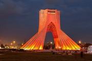 چرا برج آزادی با نور قرمز نورافشانی شد؟