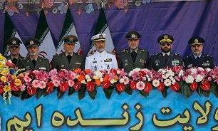 کدام چهرههای نظامی در جایگاه ویژه رژه روز ارتش در تهران حضور دارند؟
