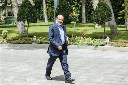 روزنامه ایران: رئیس صداوسیما شخصیتی میانه رو دارد و  تفکر سیاسی اش با چیزهایی که از تلویزیون پخش می شود مخالف است