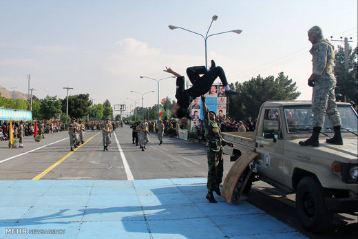 تهرانیها سفرهای خود را به بعد از مراسم روز ارتش موکول کنند