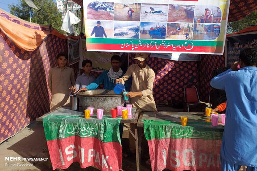 ایستگاه های جمع آوری کمک برای سیل زدگان ایرانی در لاهور پاکستان