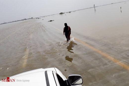 غرق شدن خودروها بر اثر سیلاب شادگان