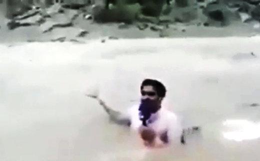 فیلم | خبرنگار هندی روی دست حسینیبای بلند شد!
