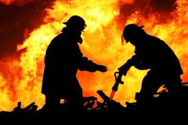 حریق در مجتمع ۶۴ واحدی در تهران/ آتشنشانان ۵۰ نفر از ساکنان محاصره شده در دود را نجات دادند