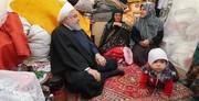 عکس | روحانی در چادر سیلزدگان لرستانی