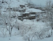 بارش برف در آخرین روز فروردینماه در روستای آلمالو خوی/ عکس