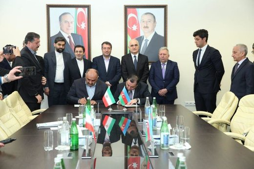 Iran, Azerbaijan sign MoU on manufacturing trailer