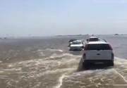 فیلم   وضعیت باورنکردنی سیلاب در جاده اهواز-شادگان