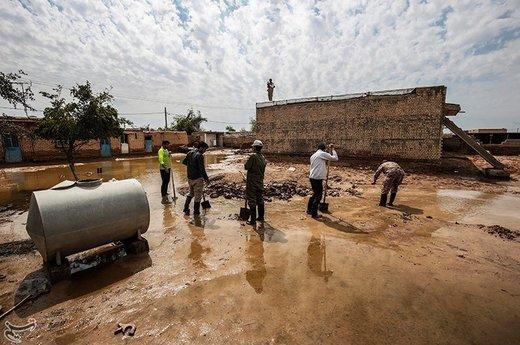 تلاش برای پاکسازی مناطق سیلزده حمیدیه