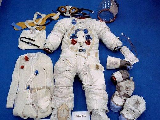 لباس «نیل آرمسترانگ» به نمایش گذاشته میشود