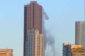 فیلم   لحظه منفجر شدن تانکر آب یک آسمانخراش پس از زلزله