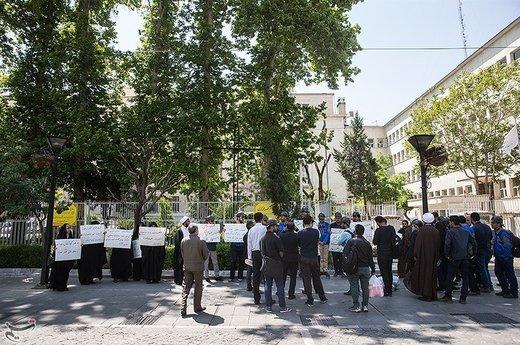تجمع دانشجویان و طلاب مقابل وزارت اقتصاد