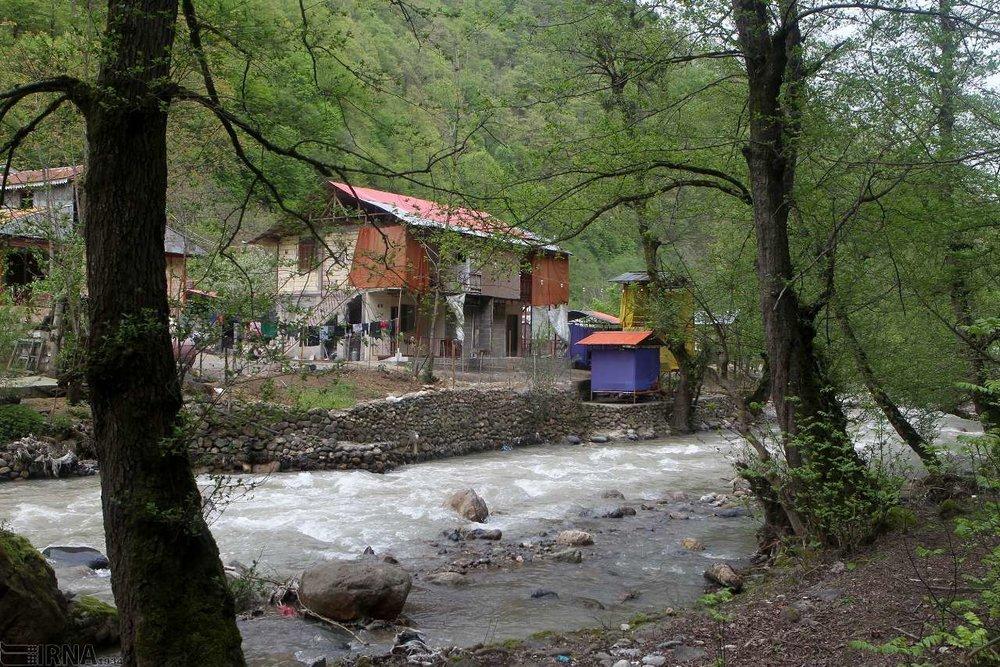 تصاویر   کلبههای مسکونی غیرقانونی در حاشیه رودخانههای گیلان!