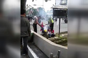 فیلم | تنبیه با اگزوز توسط پلیس!