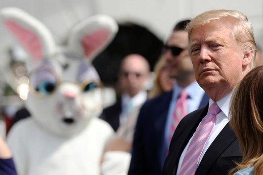 حضور یک فرد با لباس خرگوش در مراسم تفریحی عید پاک در کاخ سفید که با حضور دونالد ترامپ، رئیس جمهور آمریکا، برگزار شد