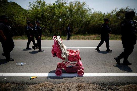 رها کردن یک کالسکه در مکزیک توسط مهاجران آمریکای مرکزی که در حال سفر به ایالات متحده هستند