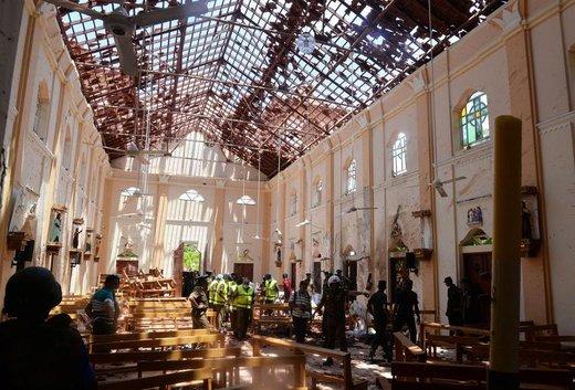 محل انفجار بمب در شهر  نگومبو  سریلانکا، در این انفجارها 253 تن جان باختند