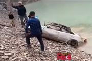 فیلم | سقوط سواری بنز در سدکرج و مرگ راننده