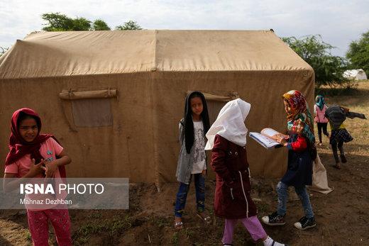 تدریس در چادر منطقه سیلزده خسرج