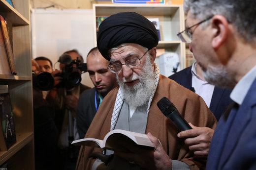 حاشیههای دیدار رهبری از نمایشگاه کتاب/ رهبر انقلاب از چه رمانهایی تعریف کردند؟