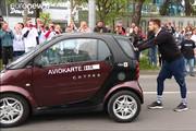 فیلم | رکورد جهانی هل دادن خودرو شکست؛ ۱۰۰ کیلومتر در ۲۴ ساعت!