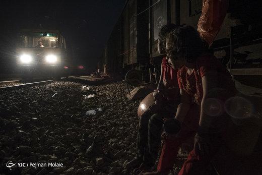 زندگی سیلزدگان در قطار متوقف ایستگاه راهآهن بامدژ