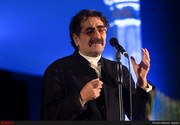 اهدای نشان مشاهیر کرد به شهرام ناظری توسط مظهر خالقی/ عکس