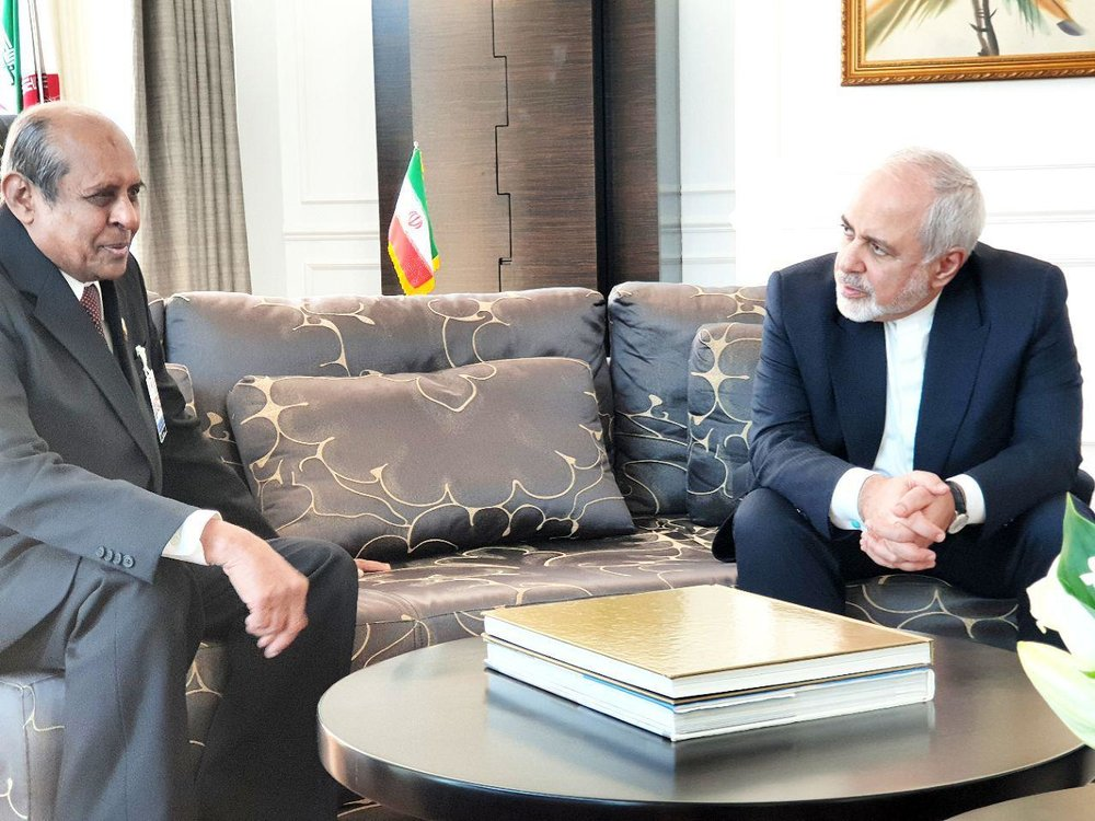 ظریف با همتای سریلانکایی خود دیدار کرد/عکس - 2
