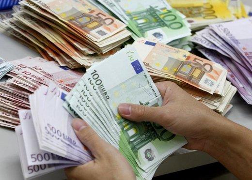 یورو کاهش یافت و پوند بالا رفت