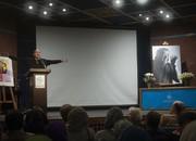 کیک تولد ۸۸ سالگی حمید سمندریان، ۷ سال پس از درگذشت او بریده شد/ عکس