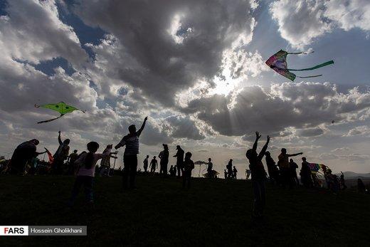 جشنوارۀ آسمان رنگارنگ در بوستان باراجین