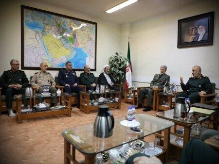 امیر سرتیپ حاتمی: با تمام قوا از سپاه پشتیبانی خواهیم کرد/ سردار سلامی: دشمنان علیرغم ظاهر تنومند، از درون دچار پوکی شدهاند