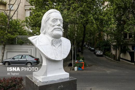 انتقاد مسجدجامعی از سردیس مرحوم مشایخی: شبیه او نیست
