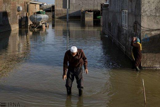 سیلاب برای بار دوم خانههای مردم در محله کلآباد شهر آققلا را فرا گرفته و تردد مردم را دشوار کرده است