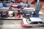 فیلم | لحظه دزدیدن موبایل در پمپ بنزین