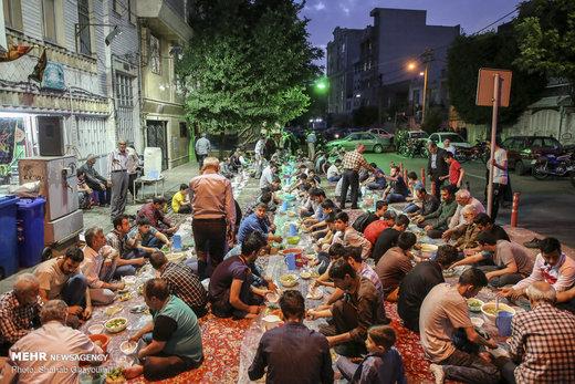 سفره افطار برای رهگذران در بلوار ابوذر خیابان پیروزی تهران