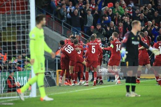 خوشحالی بعد از گل چهارم بازیکنان لیورپول