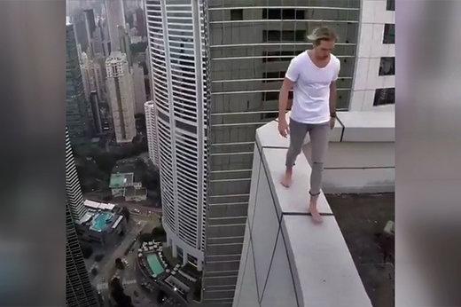 فیلم | ترشح آدرنالین با اسکیت سواری بر روی لبه برج
