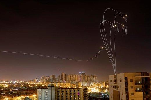سیستم ضد موشکی گنبد آهنی در شهر اشکلون اسرائیل که موشک ها و راکت های شلیک شده از غزه را رهگیری میکند