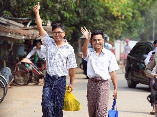 «وا لون» و «کیاوو سو او»، دو خبرنگار رویترز که در دسامبر سال ۲۰۱۷ به هنگام تحقیق درباره کشته شدن ۱۰ مسلمان روهینگیا، از سوی دولت میانمار به اتهام در دست داشتن اسناد محرمانه بازداشت شده بودند، با اجرای فرمان عفو رئیس جمهوری این کشور آزاد شدند، آنها بیش از ۵۰۰ روز زندانی بودند