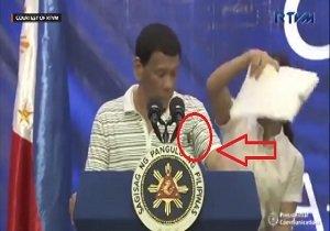فیلم | یک سوسک سخنرانی رئیس جمهور فیلیپین را قطع کرد