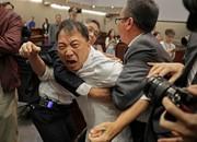 تصاویر | کتککاری خونین در مجلس قانونگذاری هنگکنگ