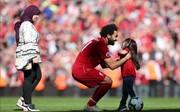 تصاویر | محمد صلاح و همسر و دخترش در استادیوم آنفیلد
