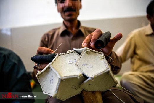 کارگاه ساخت توپ فوتبال در زندان زاهدان