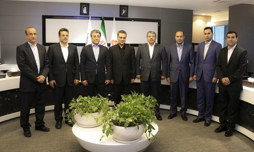 تاکید مدیران عامل بانک ملت و گروه صنعتی گلرنگ بر تقویت همکاریها