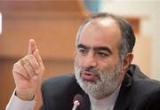 تحلیل توئیتری حسام الدین آشنا از قدم زدن روحانی و پوتین